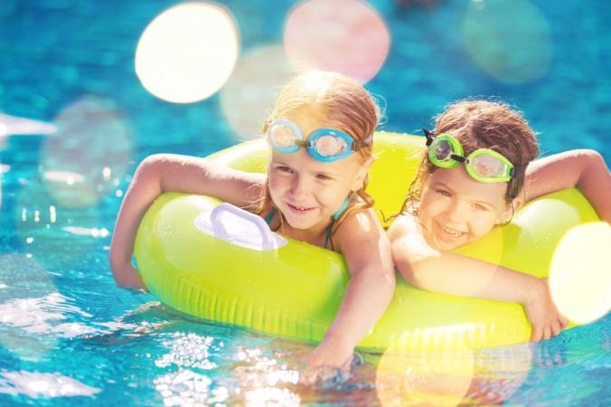 Ein Swimmingpool auf dem Gelände des Camping-Platzes ist eines der vielen Highlights für Kinder. (#2)