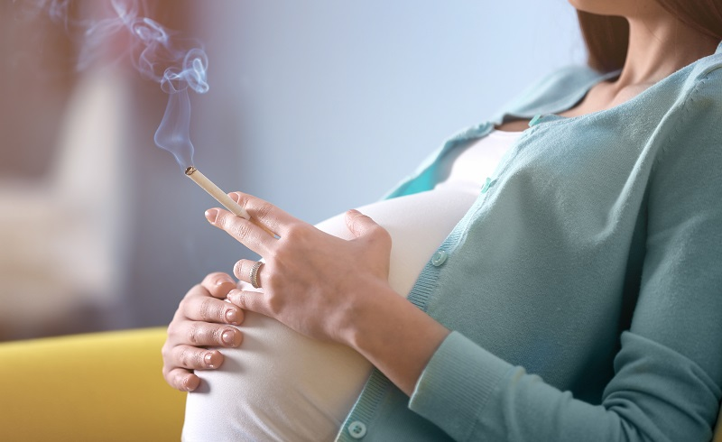 Rauchen in der Schwangerschaft kann die Lungen des ungeborenen Kindes und sein Immunsystem nachteilig beeinflussen und so Allergisches Asthma begünstigen. (#03)