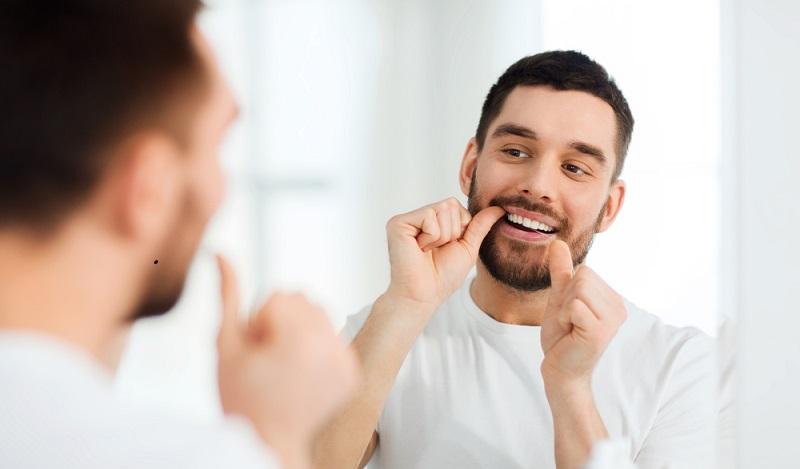 Selbstverständlich ist es für den reibungslosen Heilungsverlauf, nach einer Wurzelresektion wichtig, auf eine sorgfältige Mundhygiene zu achten. (#03)