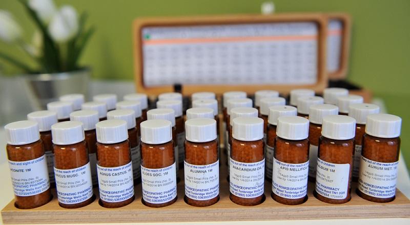 """Obwohl man mit reiner Logik die Wirkung von homöopathischen Arzneimittel kaum erklären kann, gibt es einige interessante Studien zu dem ganzen Thema """"Homöopathie"""". (#02)"""