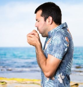 So gar nicht typisch für das wohltuende Klima am Meer wie in einem Kurort: ein Husten am Strand. Wer aus dem Hotel in Cervia an den Strand eilt, darf Besseres erwarten. (#3)