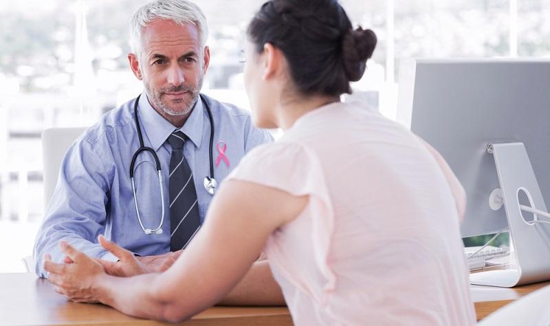 Um den Krebs zu besiegen, ist nach der akuten Therapie eine sorgfältige Nachsorge notwendig. Bei Patientinnen, bei denen bereits einmal ein Mammakarzinom auftrat, ist während des gesamten weiteren Lebens das Risiko erhöht, dass der Brustdrüsenkrebs erneut ausbricht. Um dies zu verhindern, sind Nachsorgemaßnahmen sehr wichtig.