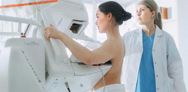 Seit diese Vorsorgeuntersuchungen flächendeckend eingeführt wurden, hat sich die Sterblichkeit bei Brustkrebs deutlich reduziert.