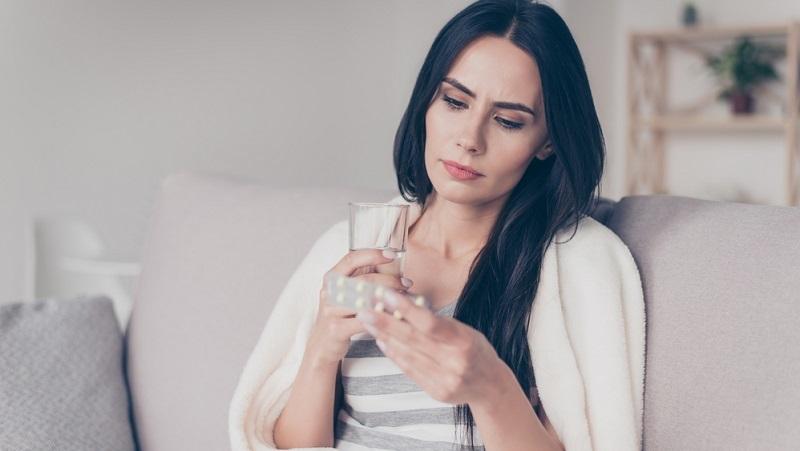 Am häufigsten wird Opipramol in Form von Tabletten verabreicht. Seltener wird das Mittel in Form von Dragees oder Tropfen verschrieben.