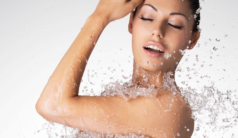 Allergien sind weit verbreitet und gelten mittlerweile als Volksleiden. Befragt man seinen Hautarzt, wird dieser raten, auf übertriebene Hygiene und chemische Reinigungsprodukte zu verzichten.