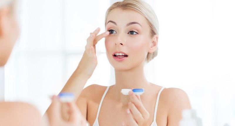 Eine weitere Alternative besteht darin, Kontaktlinsen zu verwenden. Auch diese sind beim Augenoptiker erhältlich.