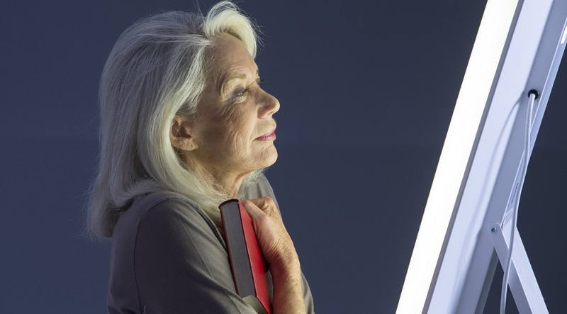 Bei einer sogenannten Lichttherapie werden die betroffenen Körperpartien mit einem UV-Licht in bestimmter Wellenlänge bestrahlt.