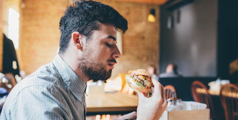 Bekommen Sie unterwegs Hunger und haben wenig Zeit, so gehen Sie nicht zu irgendeiner Fastfood-Kette.