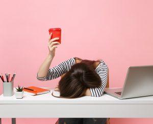 Auch Schlafmangel kann ein Triggerfaktor für Neurodermitis sein. (#01)