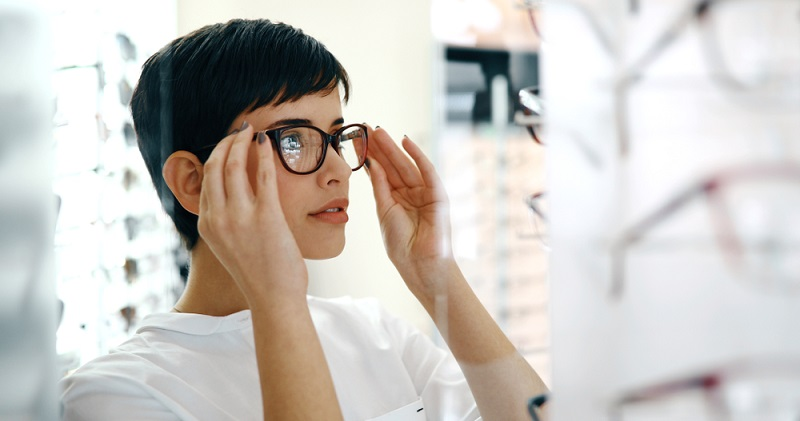 Es ist möglich, dass Sie nach der Operation die Sehschärfe mit einer Brille noch etwas korrigieren müssen. (#02)
