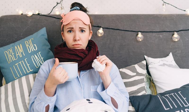 Auch bei einer <strong>Mandelentzündung</strong> können Halsschmerzen als Symptome auftreten.   ( Foto: Shutterstock-_GolubaPhoto)