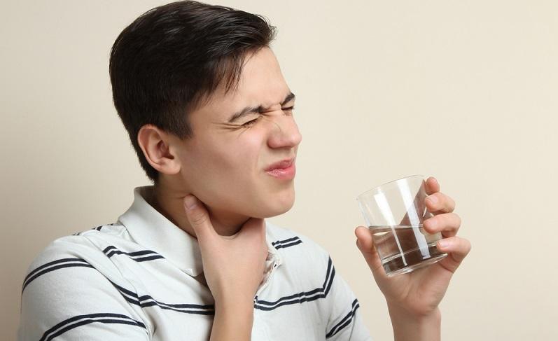 In der Regel lassen die Beschwerden bei einem <strong>grippalen Infekt</strong> innerhalb einer Woche wieder von selbst nach.  ( Foto: Shutterstock-Studio KIWI )